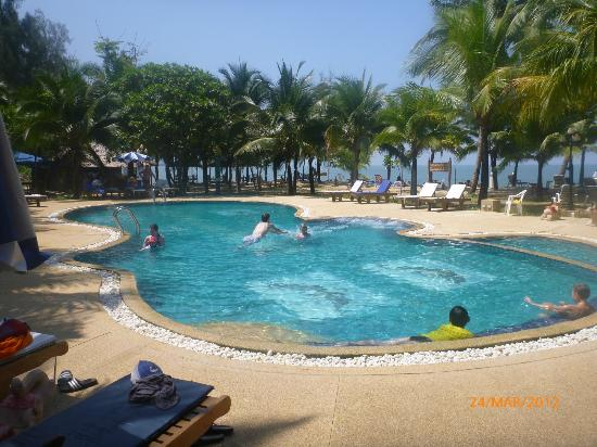 Koh Kho Khao Resort : Pool #2, our favourite and right next to sunset bar