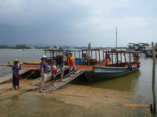 Koh Kho Khao Resort: Readily available long tail boat to take you to island