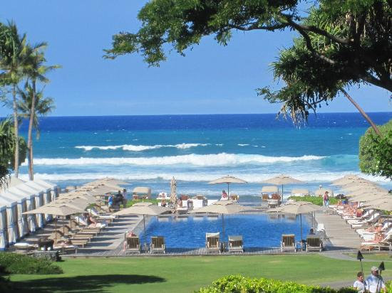 Four Seasons Resort Hualalai: View as you drive in