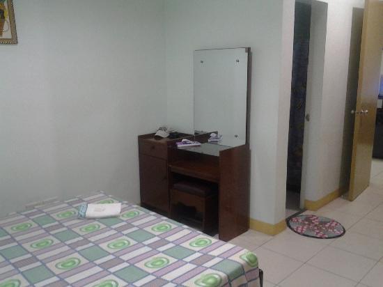 Villa Lolita Apartelle: Bedroom