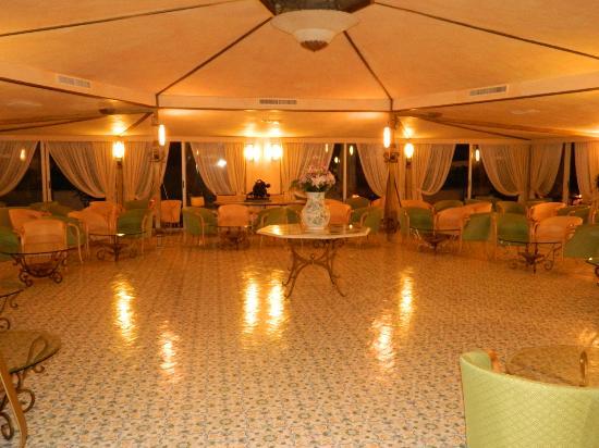 Grand Hotel Terme di Augusto: il patio per ascoltare musica e ballare