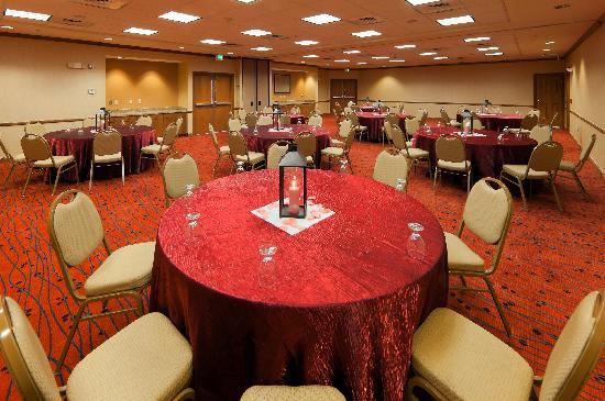 Courtyard Boulder Longmont : Meeting Place Social Set Up