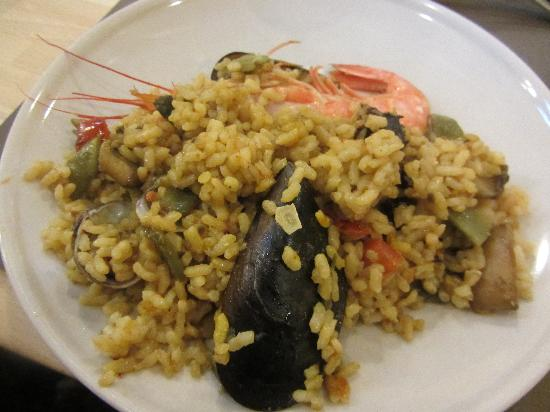 Cook and Taste Barcelona Cooking Classes: Seafood Paella
