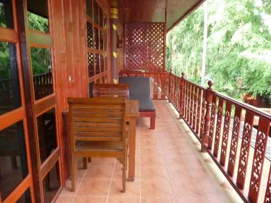 Royal Phawadee Village : verandah