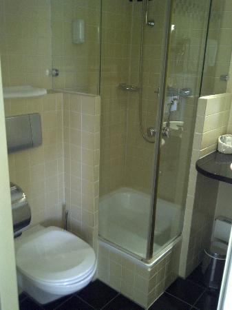badezimmer klein aber fein bild von hotel zum erbprinzen schwetzingen tripadvisor. Black Bedroom Furniture Sets. Home Design Ideas