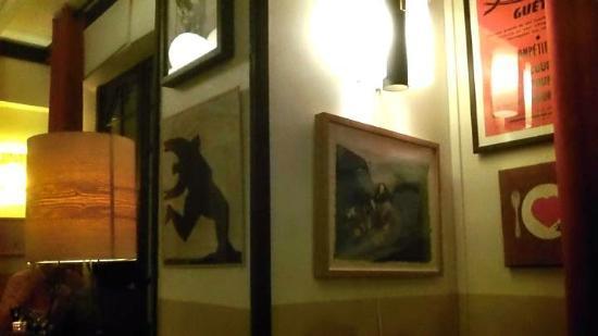 Le Madrid : Interesting art adorns the walls
