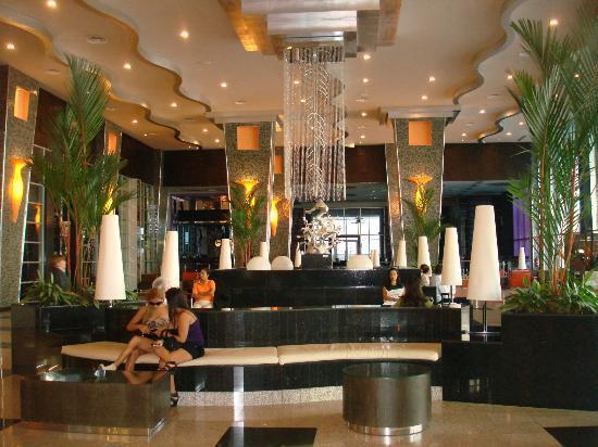 Hotel Riu Plaza Panama: Lobby y recepción