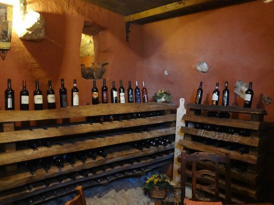 Campoli Appennino, Italia: Extensive wine cellar