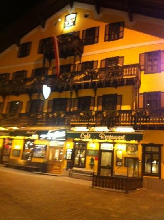 Hotel Lebzelter: Lebzelter by night
