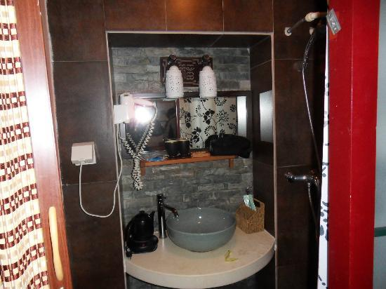 Red Lantern House: Clean Bathroom and Toilets