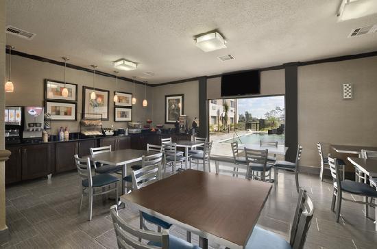 Ramada Houston Intercontinental Airport South: Hot Breakfast Area