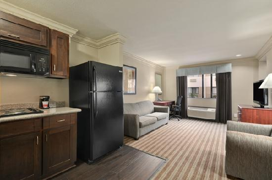 Ramada Houston Intercontinental Airport South: Two Room Suite with Kitchen