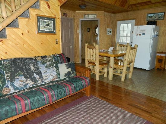 inside the black bear cabin picture of mountain creek cabins rh tripadvisor com
