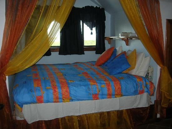 Buena Suerte Bed and Breakfast: King-size Captain Bunks