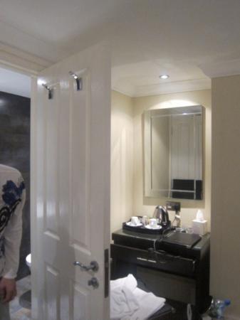 Astors Belgravia : Mirror mirror on the wall