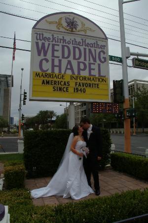 Wee Kirk O' the Heather Wedding Chapel : kiss 2