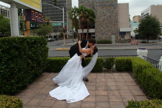 Wee Kirk O' the Heather Wedding Chapel : kiss 1