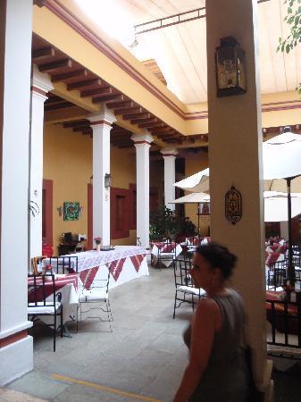 โฮเต็ล ไอทาน่า: il patio interno per le colazioni