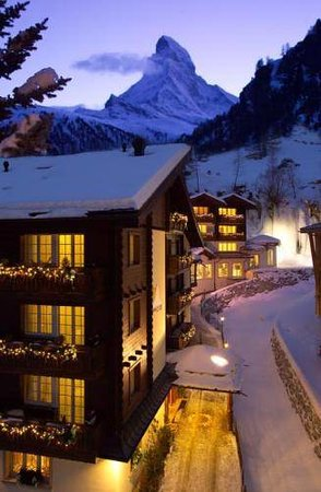 Hotel Sonne Zermatt : Hotel Sonne night impression