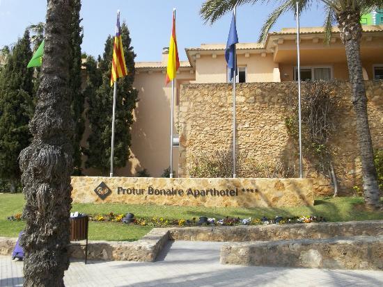 Protur Bonaire Aparthotel: Front Of Hotel