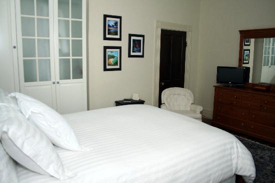 1898 Red Bud Bed & Breakfast: Poplar Room