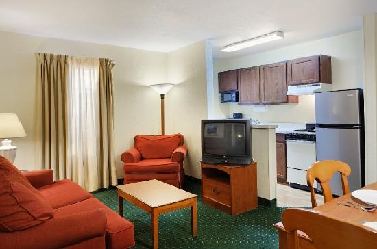 TownePlace Suites Tallahassee North/Capital Circle: Two Bedroom Suite