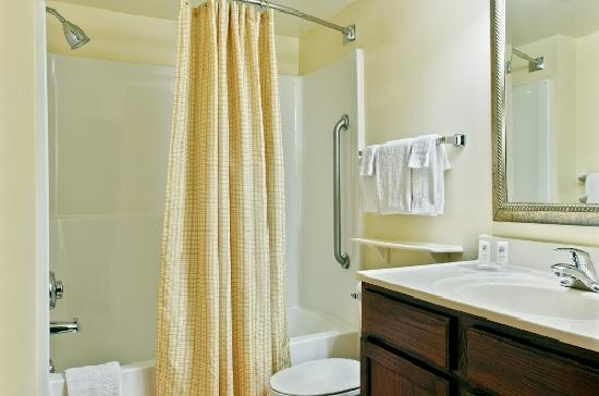TownePlace Suites Tallahassee North/Capital Circle: Guest Bathroom