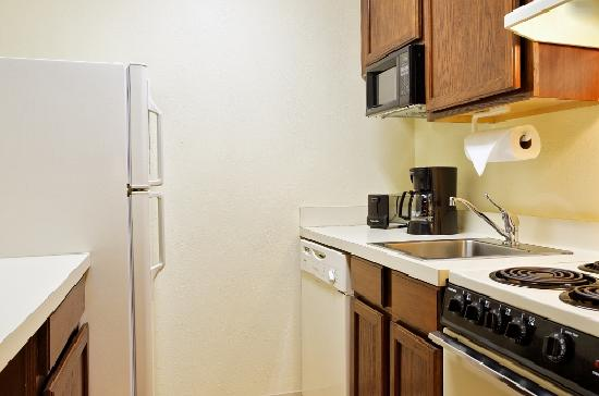 TownePlace Suites Tallahassee North/Capital Circle : Suite Kitchen