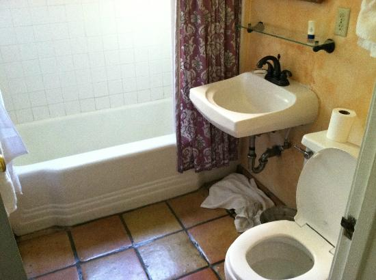 Casa Cody: Bathroom - Excuse the mess