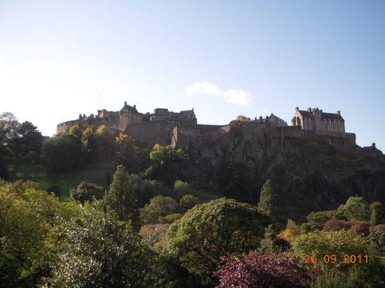 Edinburgh Saints and Sinners Tours: Edinburgh castle