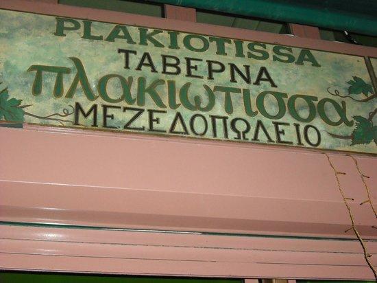Plakiotissa Taverna Mezedopolio: Cartelito del restaurante