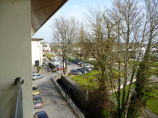 Annebrook House Hotel: Hotel car park viewed from the balcony