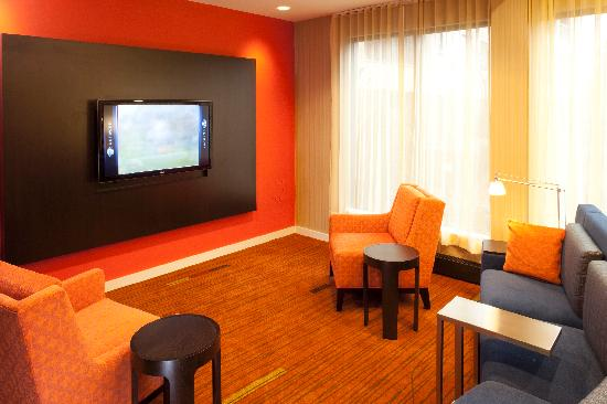 Courtyard by Marriott Durham Duke University/Downtown: Home Theater