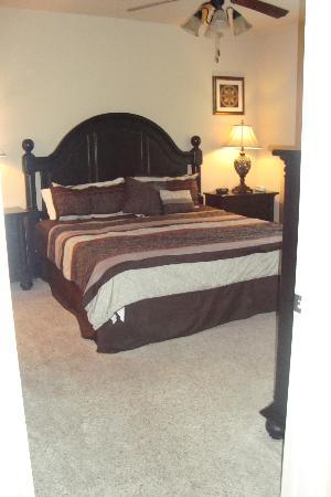 بيلا بياتزا كوندوس باي كونتمبو: master bedroom