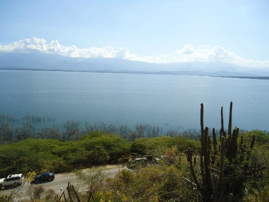 Lake Enriquillo (Lago Enriquillo): vista desde las cariras ,majestuozo