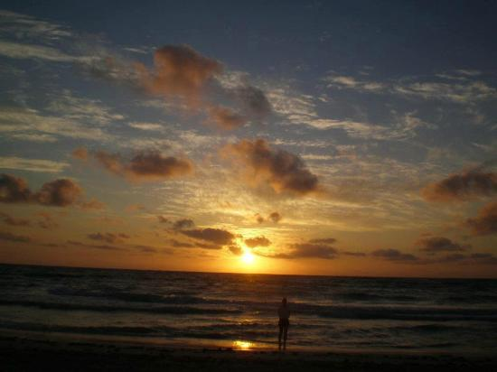Las Palmas Maya : sunrise on the beach