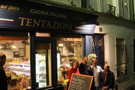 Tentazioni : Family posing with Francesco Leopardi