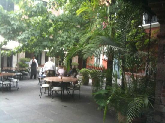 Monte Cristo : Courtyard  Dining