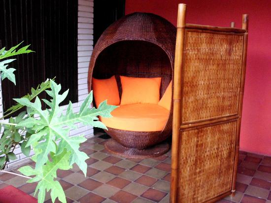 Hostal El Momento: everyone loves this chair... well couples did lol