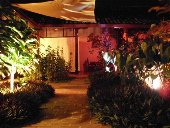 Hostal El Momento: courtyard
