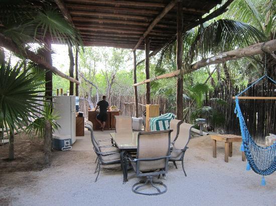 Las Palmas Maya: Communal kitchen - everything you need to make a meal.