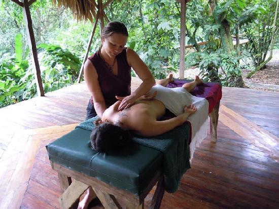 Manu Yoga Village: Massages