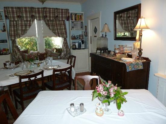 Brenham House Bed and Breakfast: Dining Room