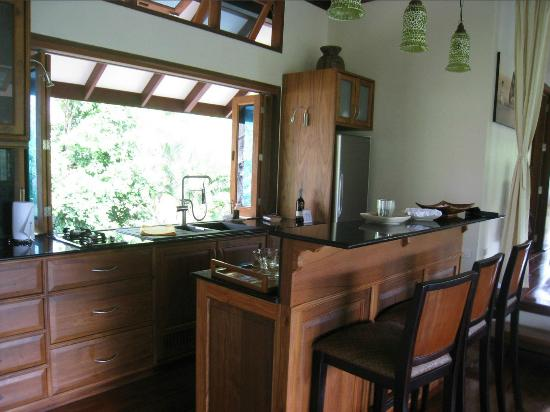 Koh Jum Beach Villas: Kitchen in Baan Nest