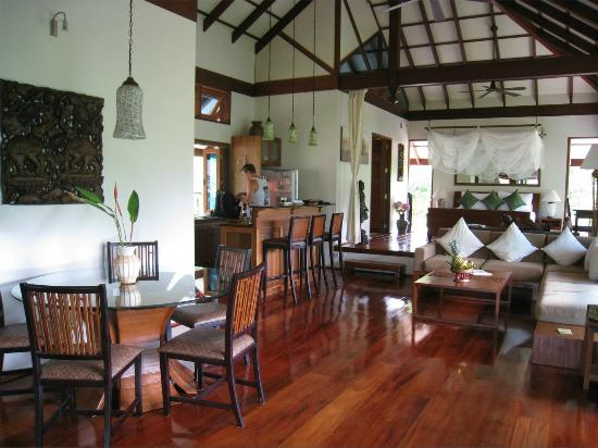 Koh Jum Beach Villas: Kitchen/Living Area in Baan Nest