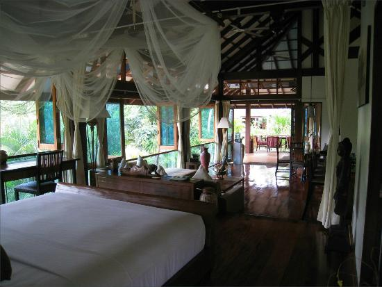 Koh Jum Beach Villas: Bedroom view to living area in Baan Nest