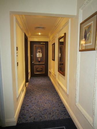 InterContinental Dar Al Tawhid: Entrance inside my room