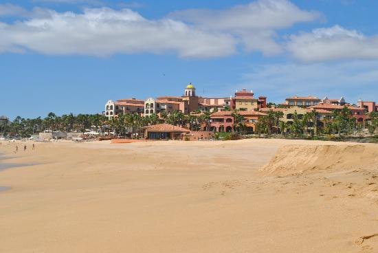 Hacienda del Mar Los Cabos: Hacienda del Mar from the beach