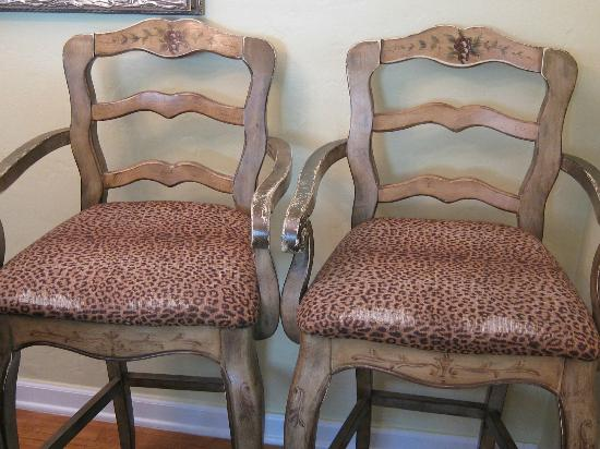 Casa Grandview: More worn upholstery
