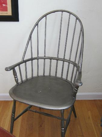 Casa Grandview: Missing spindle in the metal, uncomfortable dining chair